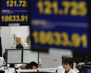 Asia stocks fall as risk aversion prevails